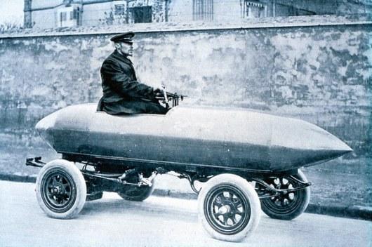 По материалам: autoutro.ru La Jamais Contente, 1899 год   Первым смельчаком, решившим проверить способности